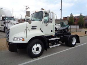 MACK Tractor